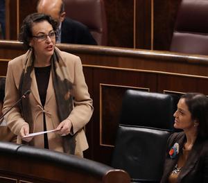 Les ministres de Treball, Magdalena Valerio (centre), i Indústria, Reyes Maroto, al Congrés dels Diputats.