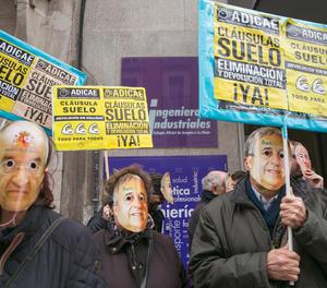 Una protesta d'afectats per les clàusules terra.