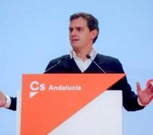 """Rivera demana a Sánchez eleccions i que no perpetuï la """"majoria de la vergonya"""""""