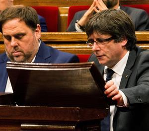 Oriol Junqueras i Carles Puigdemont al Parlament en una imatge d'arxiu.