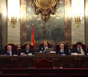El magistrat Manuel Marchena, al centre de la imatge, presideix el tribunal de set jutges.