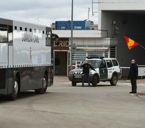 L'arribada del furgó de la Guàrdia Civil a Alcalá de Henares.