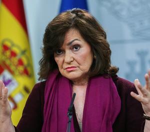 La vicepresidenta del Govern, Carmen Calvo, durant la roda de premsa.