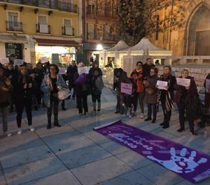 Una imatge de la concentració a Lleida contra la sentència per la violació d'una discapacitada.