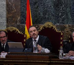 El tribunal permet respondre en català