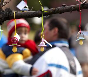 L'ampliació del permís de paternitat es retarda ara fins l'1 d'abril