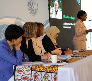La directora executiva en funcions de l'ONU Medi ambient, Joyce Msuya, parla davant d'un grup de ministres de Medi ambient durant un esmorzar informatiu a l'UNEA-4