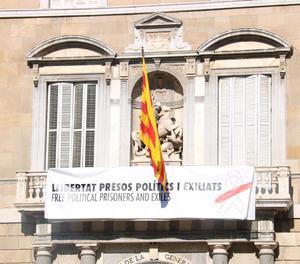 La nova pancarta al Palau de la Generalitat