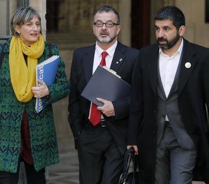 Els consellers de Salut, Alba Vergés, d'Acció Exterior, Alfred Bosch (centre), i de Treball, Chakir El Homrani, a la seva arribada a una reunió setmanal del govern català.