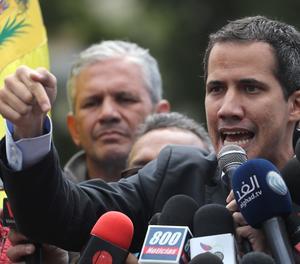 El cap del parlament veneçolà, Juan Guaidó, reconegut com a president interí de Veneçuela per mig centenar de països, en unes declaracions als mitjans de comunicació.