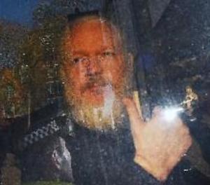 Julian Assange, condemnat a 50 setmanes de presó per un tribunal londinenc