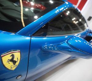F8 Tribut de Ferrari.