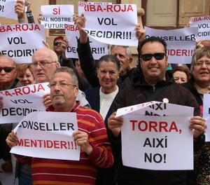 Manifestants contra el projecte de l'abocador van marxar ahir des de Riba-roja d'Ebre.