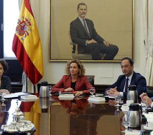 La presidenta del Congrés, Meritxell Batet , al costat dels vicepresidents, Glòria Elizo, Alfonso Rodríguez Gómez de Celis i Ignacio Prendes, durant la reunió feta dimecres a la Cambra Baixa.