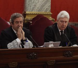 Els fiscals Fidel Cadena (dreta) i Javier Zaragoza durant una de les sessions del judici.