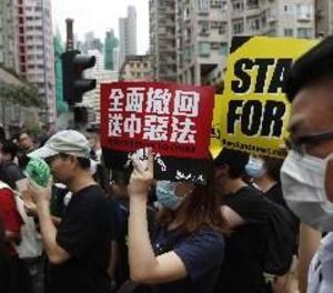 Milers de professors marxen a Hong Kong per a