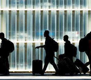 Passatgers a l'aeroport del Prat.