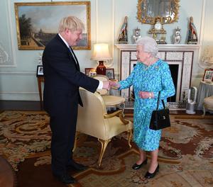 Johnson i la reina Isabel II.