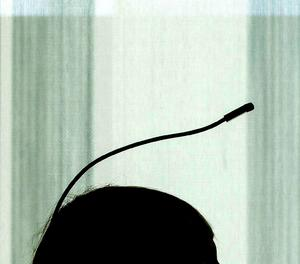 L'artista Neil Harbisson, el primer ciborg reconegut oficialment per un govern.