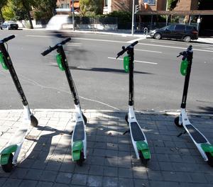 Trànsit vol prohibir a patinets i bicis circular i estacionar en voreres