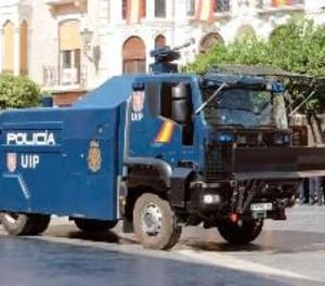 La Policia Nacional desplaça a Barcelona una tanqueta d'aigua per a les protestes