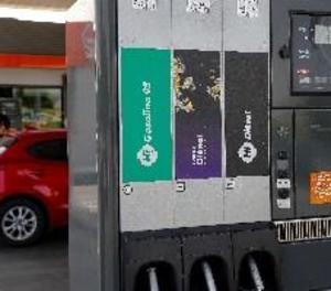 El gasoil torna a pujar després de cinc setmanes i la gasolina s'estanca