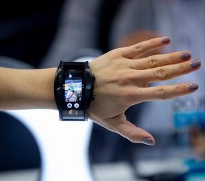 Al món es venen cinc rellotges i braçalets intel·ligents per segon