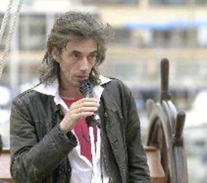 El poeta Enric Casasses guanya el 52 Premi d'Honor de les Lletres Catalanes