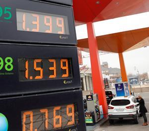 El preu dels carburants es desploma fins el nivell més baix des de 2017
