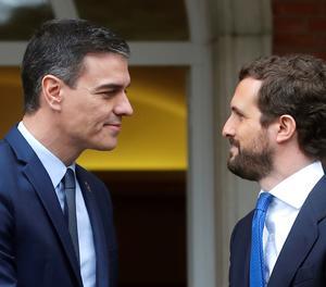 El president del Govern espanyol, Pedro Sánchez, rep el líder del Partit Popular, Pablo Casado, al Palau de la Moncloa.