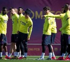Els futbolistes del Barça accepten una rebaixa de sous del 70% i aportaran perquè els empleats cobrin el 100%