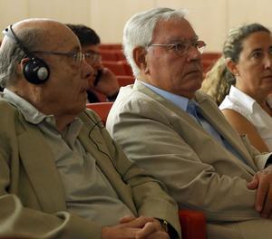 L'expresident del Palau de la Música Félix Millet (i) al costat de l'exdirector administratiu del Palau de la Música Jordi Montulll i la seua filla, l'exdirectora financera del Palau de la Música, Gemma Montull (d), en l'última sessió del judici.