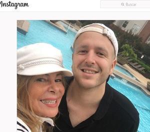 Imagen de la cuenta de Instagram de Aless junto a su madre, Ana Obregón