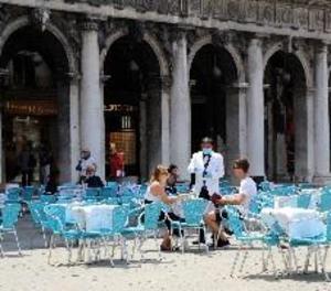 Arriben els primers turistes a Venècia