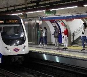 Prova de llençar a les vies un vigilant del Metro que li va exigir utilitzar màscara