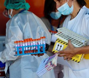Espanya registra un nou rècord de casos de covid, amb 10.476 contagis i 256 morts en 7 dies