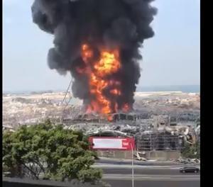 VÍDEO Nou incendi al port de Beirut un mes després de l'explosió