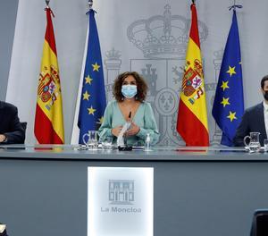 Els ministres de Consum, Alberto Garzón (dreta); Agricultura, Pesca i Alimentació, Luis Planas i d'Hisenda, María Jesús Montero, durant la roda de premsa.