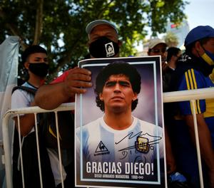 Alerta, notícia falsa: No ha mort un empleat funerari que va fotografiar el cadàver de Maradona