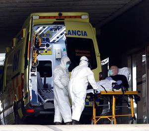 Una ambulància amb un pacient.