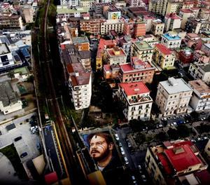 L'artista de carrer Jorit pinta un enorme retrat de Pablo Hasél a Nàpols