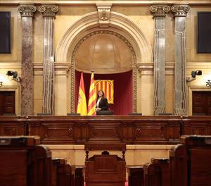 Pla obert de la presidenta del Parlament, Laura Borràs, a l'hemicicle de la cambra, després de la seva proclamació, el 12 de març de 2021