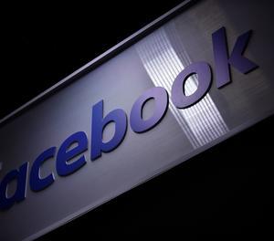 EPA5017. PARÍS (FRANCIA), 16/05/2019.- Vista del logo de la red social Facebook en la feria de nuevas empresas e innovación tecnológica VivaTech en París (Francia), este jueves, un evento que se inaugura hoy y se celebra hasta el próximo 18 de mayo.