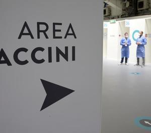 Les vacunes redueixen els ingressos i morts en més del 90%, segons un estudi italià