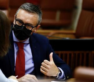 El portaveu parlamentari de Vox, Manuel Gavira, durant un ple del Parlament andalús a Sevilla.