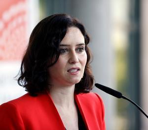 La presidenta en funcions de la Comunitat de Madrid, Isabel Díaz Ayuso es dirigeix als mitjans de comunicació en l'Assemblea de Madrid