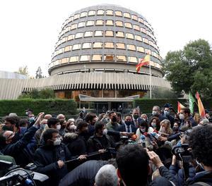 El president de Vox, Santiago Abascal, a les portes del Tribunal Constitucional després de presentar el recurs.