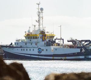 El vaixell que cerca a Anna i al seu pare a Tenerife torna a port per avaria