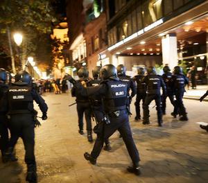 Imatge d'arxiu del desallotjament del Passeig de Gràcia de Barcelona per membres dels Mossos d'Esquadra després d'una mobilització convocada pels CDR.