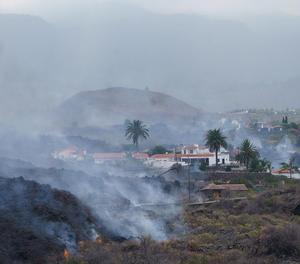 Gairebé 200 habitatges desapareixen sota un mur de lava que avança cap al mar
